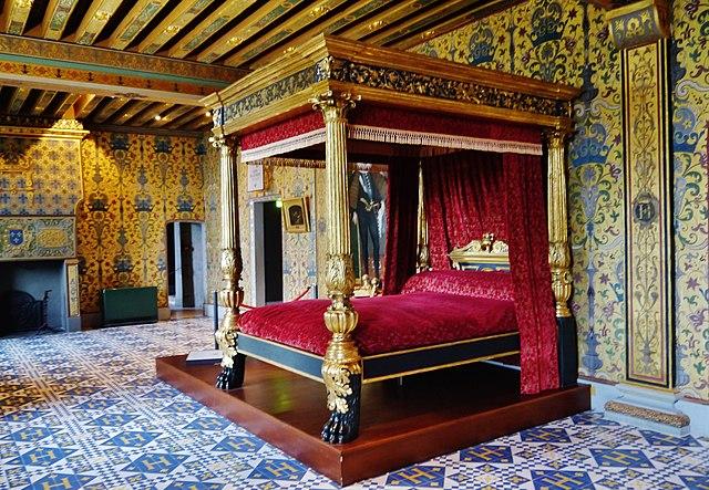chambre du roi, château de blois lit baldaquin